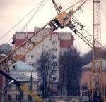 Под Минском на стройке рабочего убило упавшей деталью башенного крана