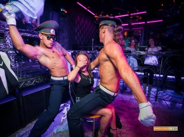 striptiz-muzhskoy-video-na-devichnike
